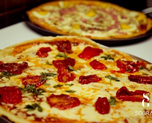 Pizza com tomate seco - Sobral Gastronomia