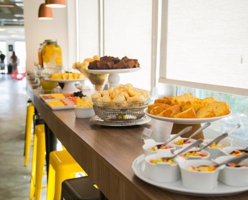 Mesa de Coffee Break Nex Coworking - Sobral Gastronomia