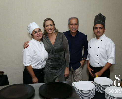 Buffet de Crepe - Marcia Mendes com clientes - Sobral Gastronomia
